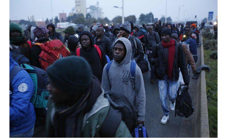 Francia inicia el desalojo de 6.000 migrantes en Calais