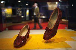 smithsonian alcanza meta de $300.000 para zapatillas de rubi