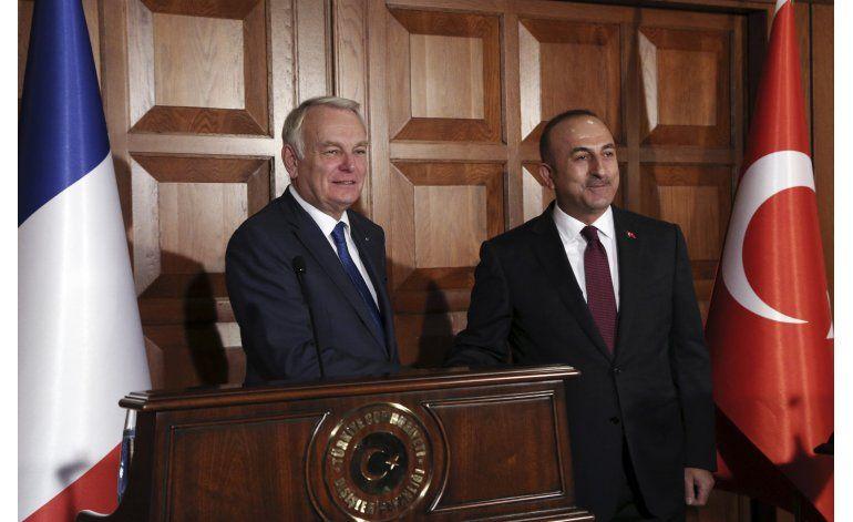 Francia pide a Turquía respetar derechos humanos