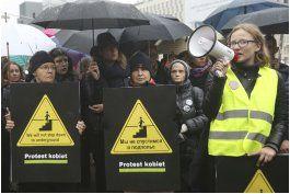 polacas protestan contra nueva iniciativa sobre el aborto