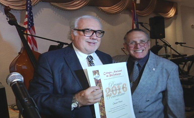 Carlos Vasallo, Presidente de América Tevé, fue premiado en una ceremonia por parte de periodistas cubanos