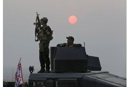 tropas iraquies combaten al grupo ei lejos de mosul