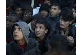calais: despliegan policias ante oleada de jovenes migrantes