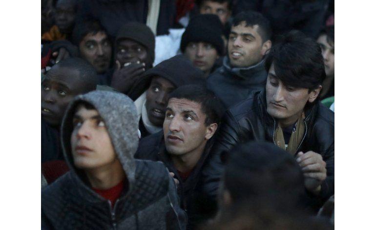 Francia empieza a desmantelar campamento de migrantes
