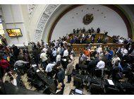 venezuela: oposicion pone en duda ciudadania de maduro