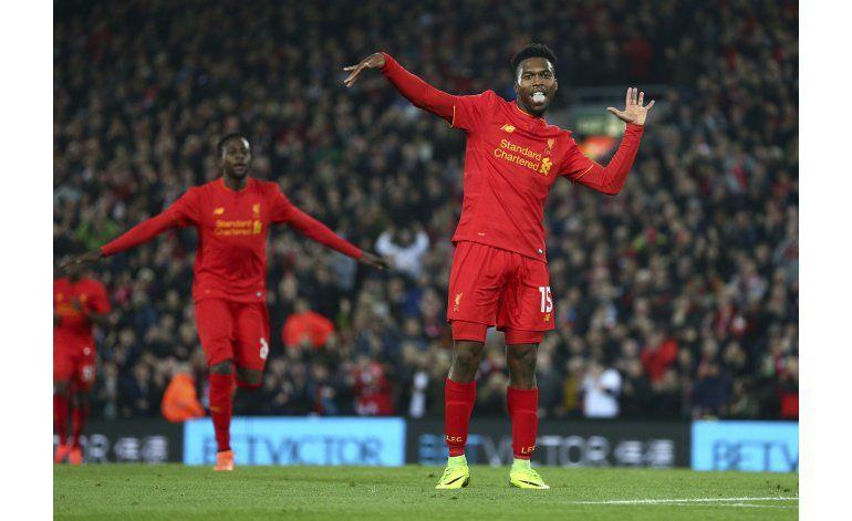 Liverpool y Arsenal avanzan a cuartos en la Copa de la Liga
