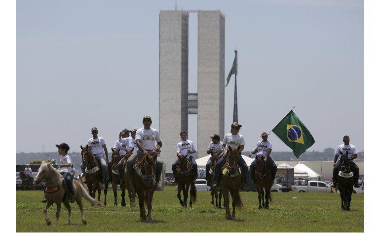 Vaqueros brasileños protestan por fallo de la Corte Suprema