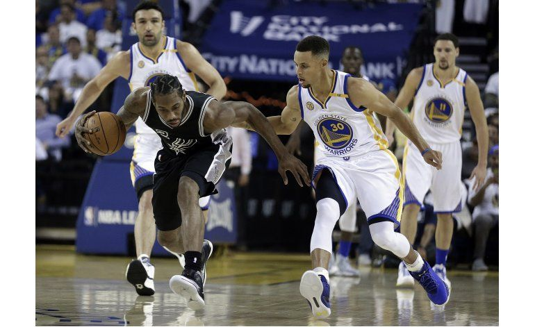 Leonard y los Spurs ganan a Warriors, aguan debut de Durant