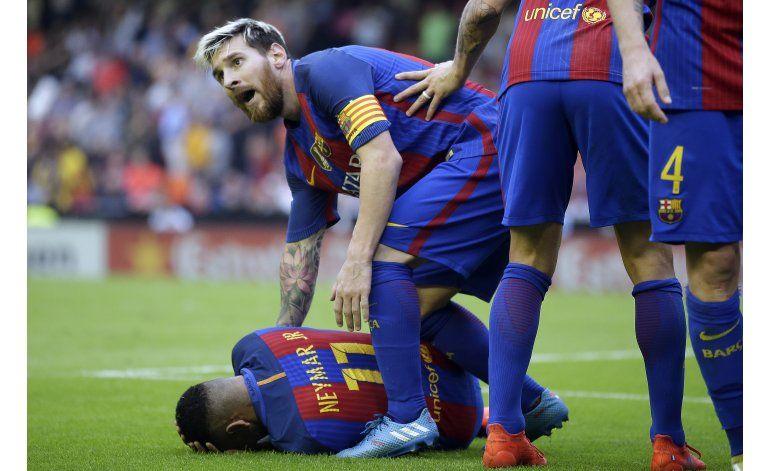 Valencia es multado por agresión a jugadores del Barsa
