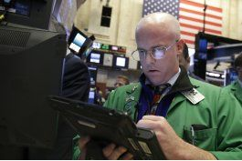 wall street abre a la baja; apple no conforma inversionistas