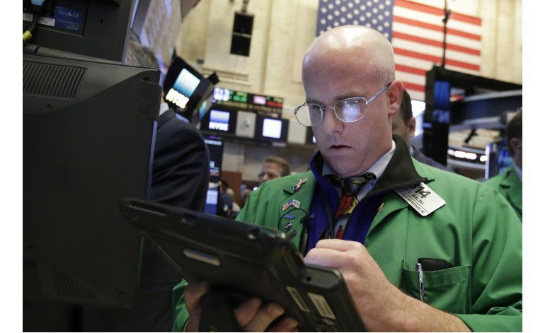 Wall Street cierra mixta; Apple pierde terreno
