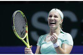 kuznetsova se acerca a las semifinales de copa wta