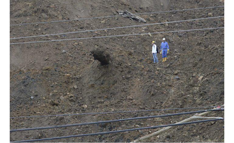 Colombia: muertos y atrapados por derrumbe sobre autopista