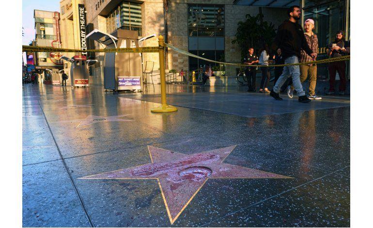Vandalizan estrella de Trump en Hollywood, policía investiga