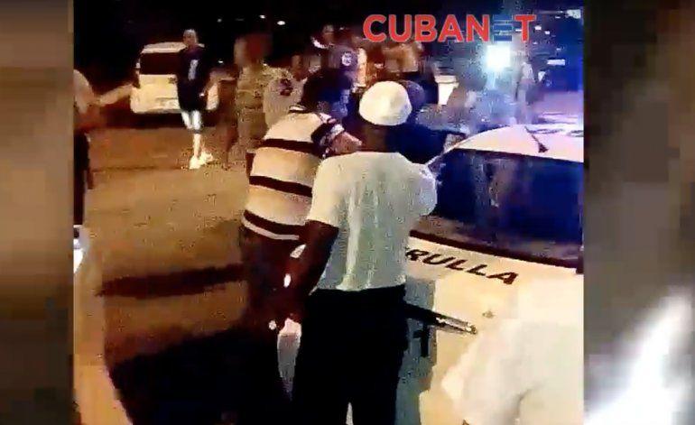 Violencia policial en el aeropuerto internacional José Martí