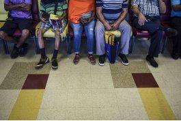 medicos huyen de puerto rico; dejan a pacientes en el limbo