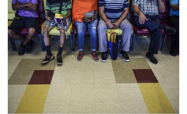 Médicos huyen de Puerto Rico; dejan a pacientes en el limbo
