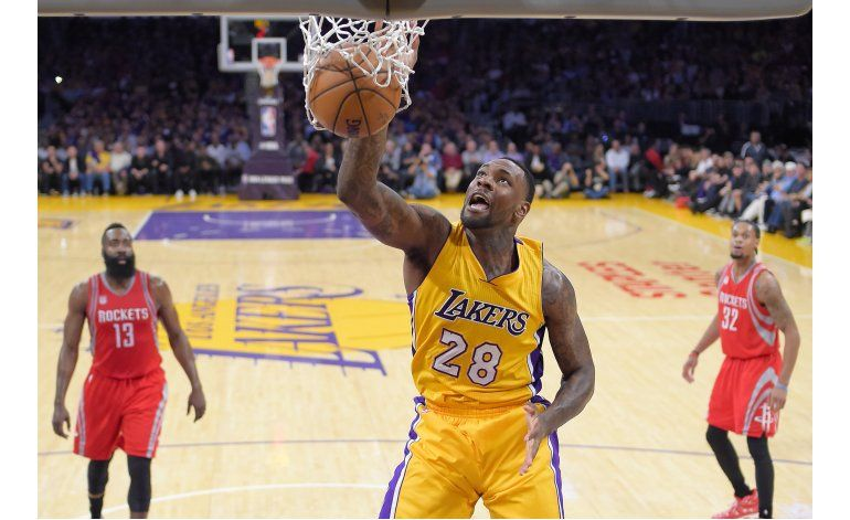Lakers se imponen a Rockets 120-114 en debut de Walton