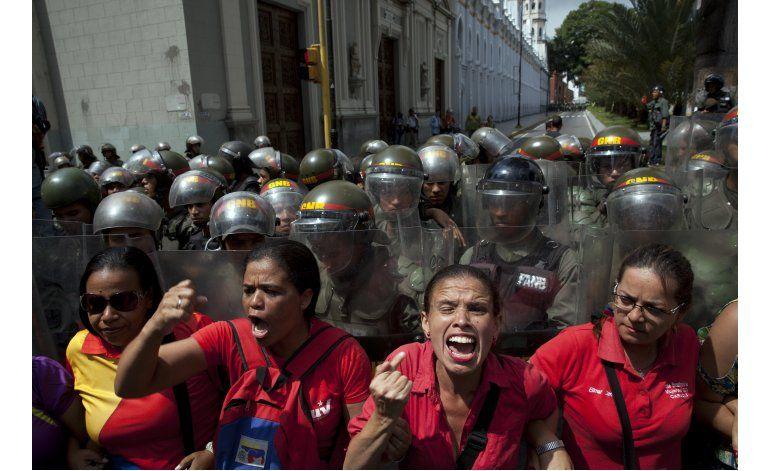 Asamblea continúa el debate de un juicio político a Maduro