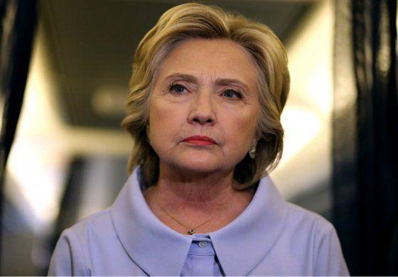 FBI reabrirá investigación sobre correos de Hillary