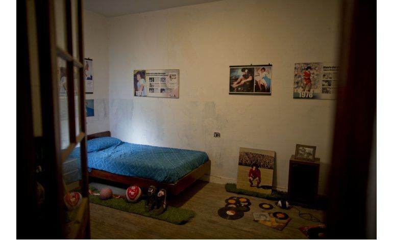 Inauguran museo en casa de adolescencia  de Maradona