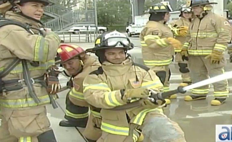 Políticos del sur de la Florida se convierten en bomberos por un día