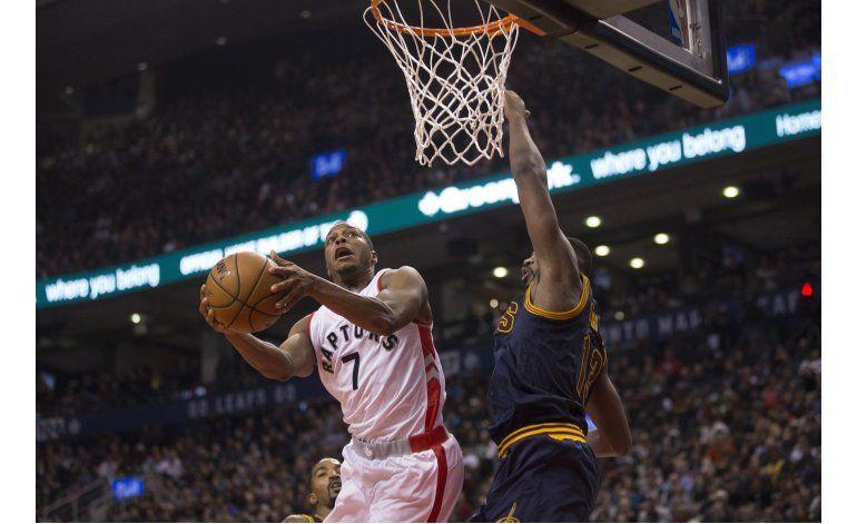 Irving y James contienen embate de los Raptors