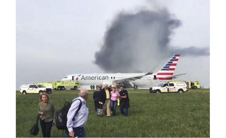 Avión de American Airlines aborta despegue en Chicago