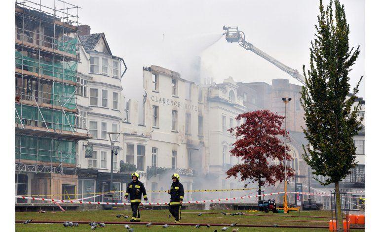 Hotel antiguo de Gran Bretaña averiado por incendio
