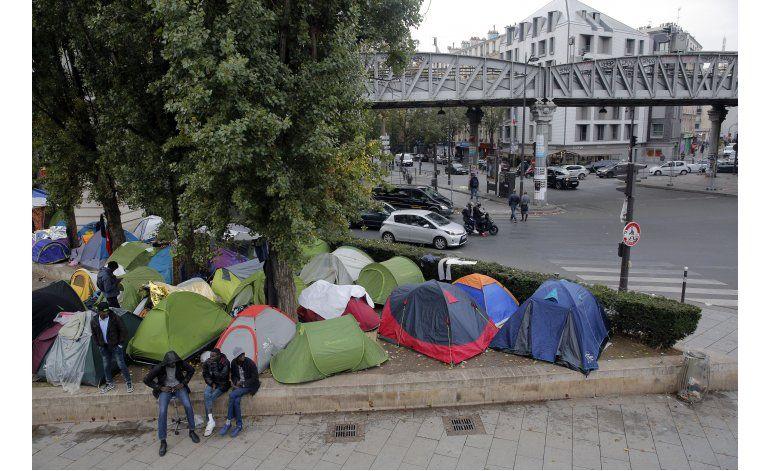 Presidente francés promete evacuar campamento de migrantes