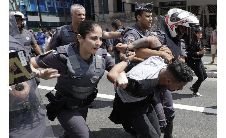 Chocan manifestantes a favor y en contra de Trump en Brasil
