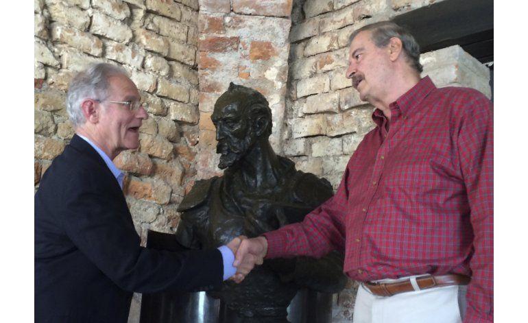 Fox pide ayuda para crear programa universitario de dos años