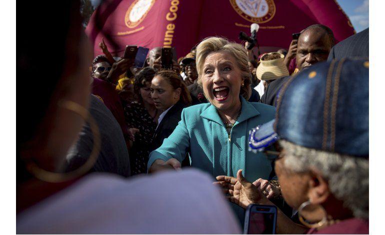 Clinton pide a FBI revelar todo sobre correos