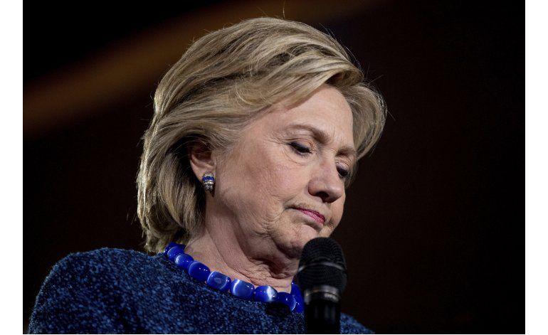 Clinton arremete contra el FBI por polémica sobre su correo