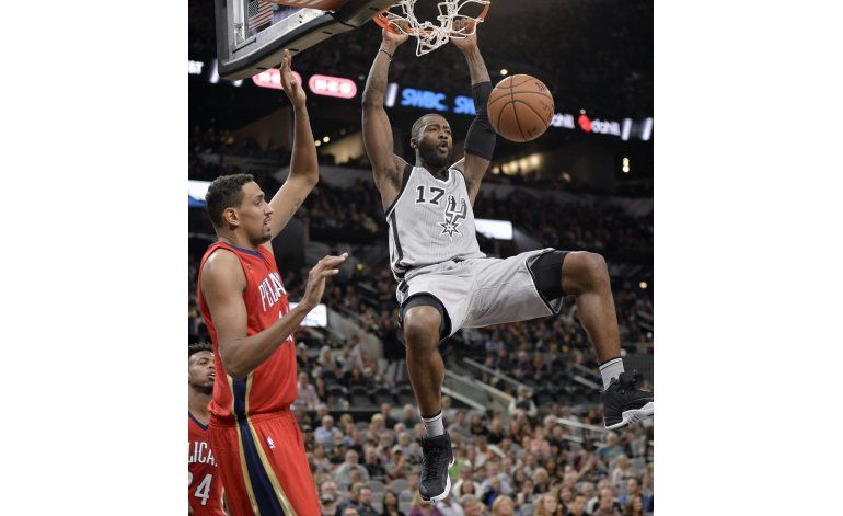 Con 20 de Leonard, Spurs doblegan a Pelicans