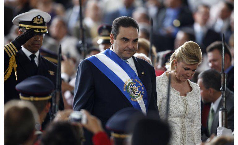 Arrestan al ex presidente salvadoreño Tony Saca por peculado
