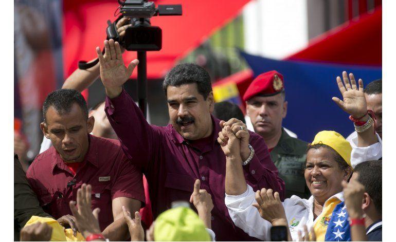 Maduro y opositores comienzan diálogo con mediación vaticana
