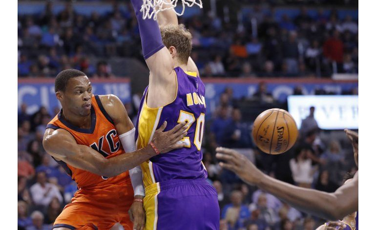 Westbrook suma otro triple doble y Thunder supera a Lakers