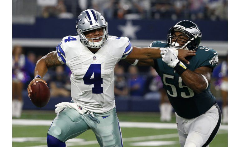 Cowboys ganan a Eagles 29-23 liderados por Prescott
