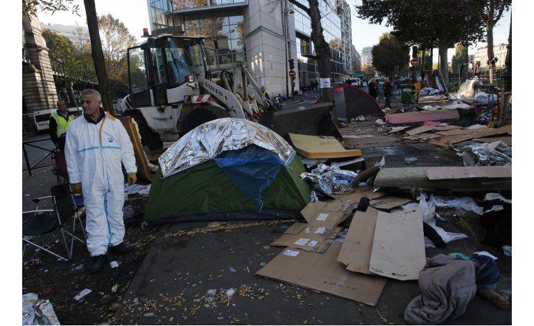 Tensión ante operación policial en campo migrante de París