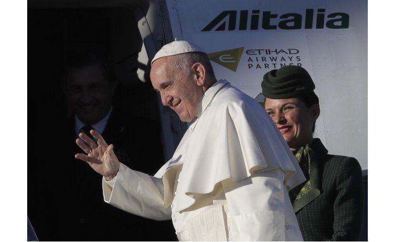El papa ora en Suecia en aniversario de Reforma de Lutero