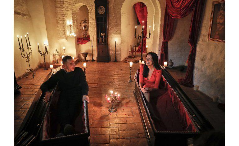 Hermanos canadienses pernoctan en castillo de Drácula