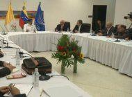 gobierno y oposicion se acusan mutuamente de pararse de la mesa de dialogo en venezuela