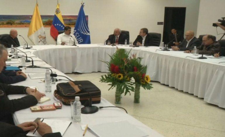 Levanta polémica diálogo entre régimen venezolano y oposición