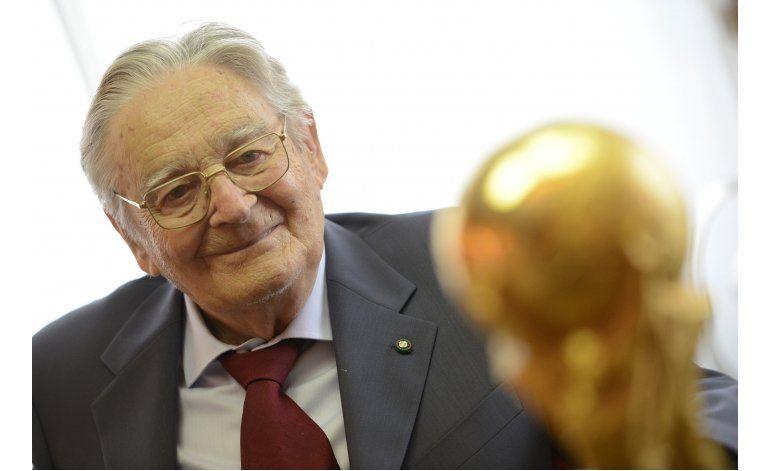 Fallece diseñador del trofeo del Mundial