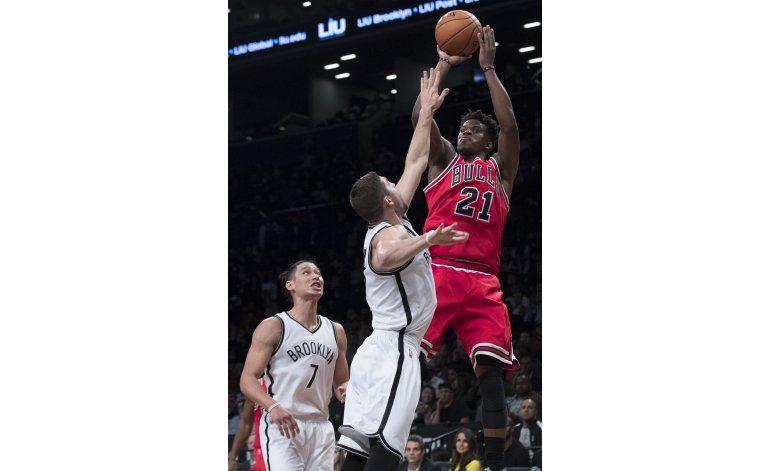 Bulls debutan como visitantes y humillan a Nets