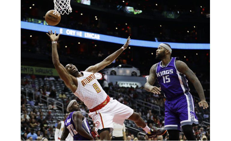 Howard y Hawks vencen a Kings y tienen foja de 3-0