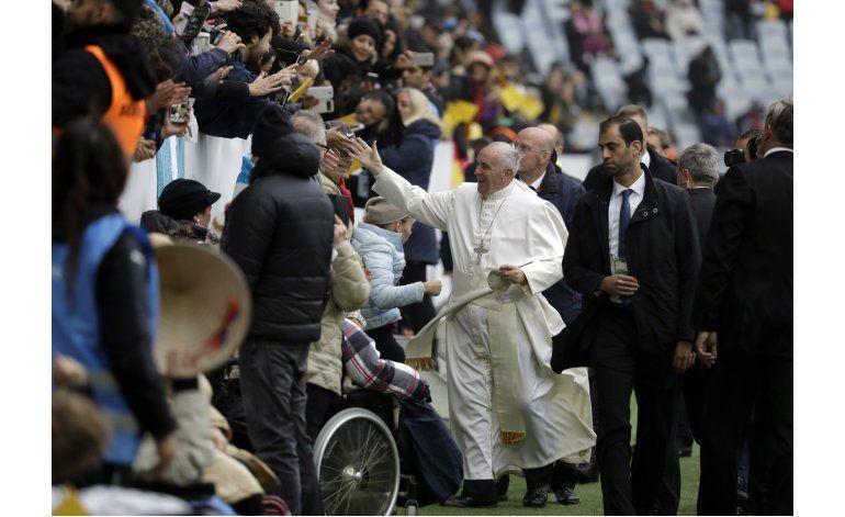 Papa Francisco llama a mayor unidad de cristianos en Suecia