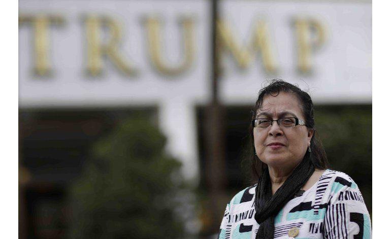 Latinos en hotel de Trump prosiguen lucha laboral contra él