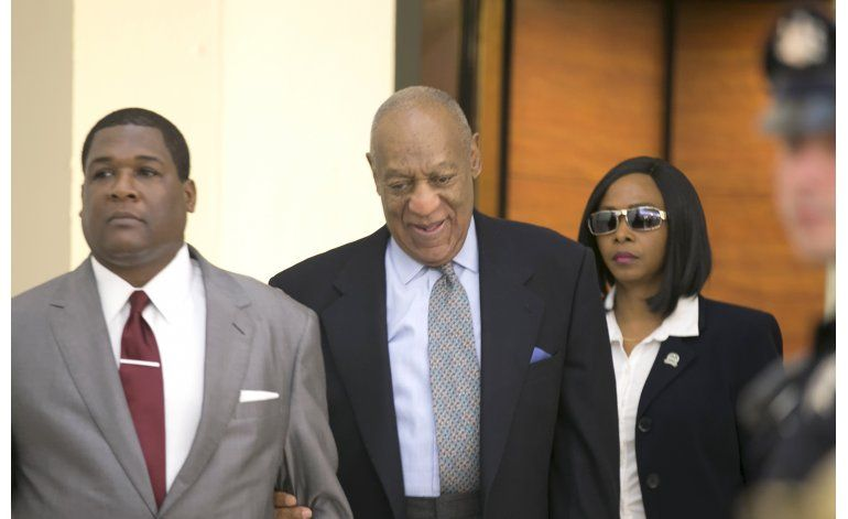 Abogados de Cosby buscan excluir declaración de juicio